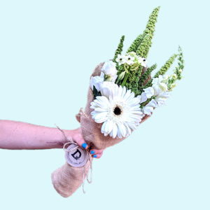 Bouquet of 5 white and green flowers