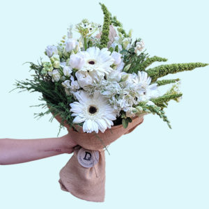 Bouquet of fifteen white and green flowers